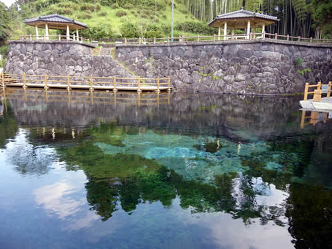 湧水町丸池