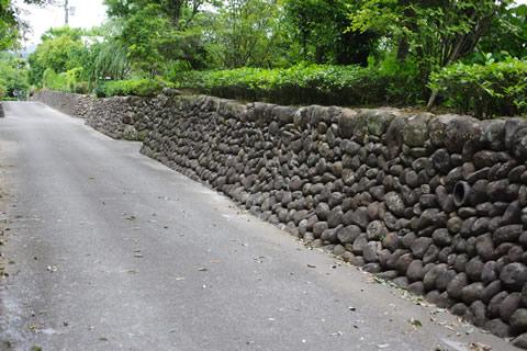 武家屋敷の玉石垣