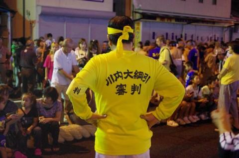 黄色い人は審判です。