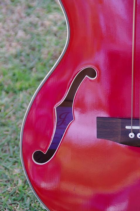 赤いギターのfホール